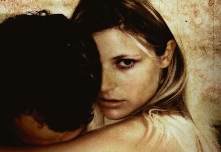 Секс сквозь слезы. Почему женщин так часто возбуждают мужчины в жалком положении