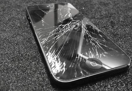 Как продолжить пользоваться смартфоном с разбитым экраном