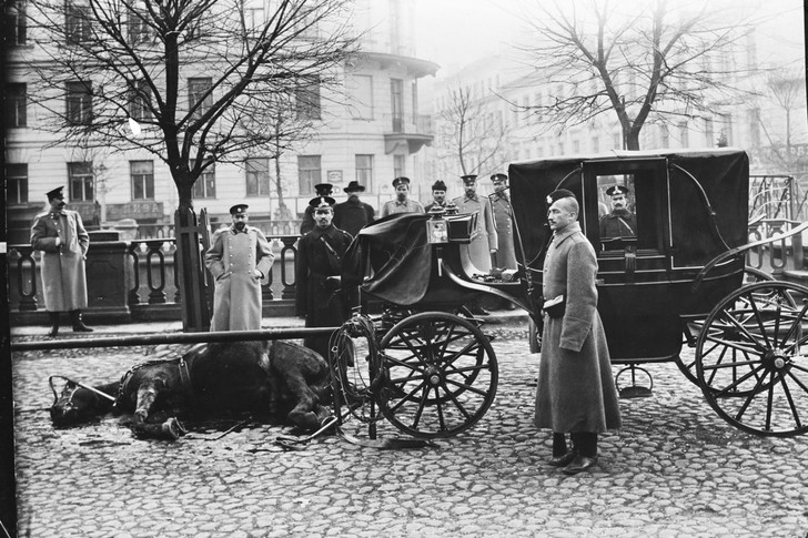 Фото №1 - История одной фотографии: ограбление кареты казначейства в 1906 году