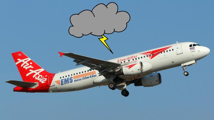 Фото №1 - Аэрофобам не смотреть! У самолета сломался двигатель, и его трясет как стиральную машину