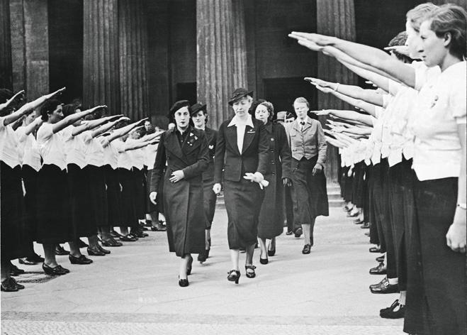 Встреча руководи- тельниц испанских женских движений. 21 апреля 1938года