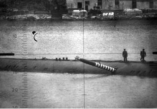 История одной фотографии: торпеда торчит в борту советской подлодки в 1989 году