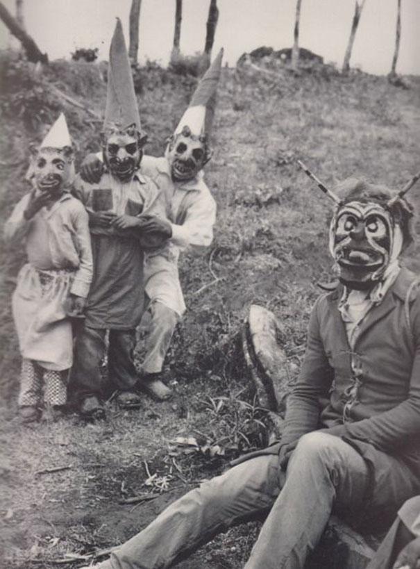 Фото №6 - Самые жуткие ретрокостюмы на Хеллоуин!