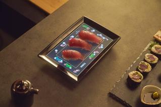LCD-фарфор: тарелка со встроенным дисплеем и подключением к смартфону