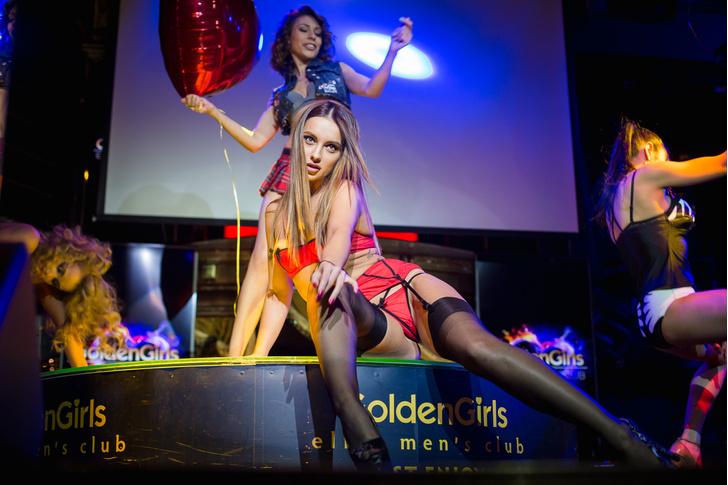 Фото №4 - Как редакция MAXIM провела ночь в стрип-клубе
