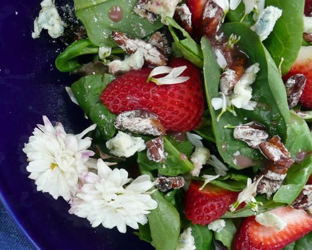 Фото №4 - Как есть цветы: салат из хризантем и еще два простых блюда