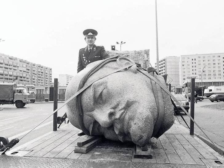 Фото №1 - Ленин и ящерицы. В Берлине хотят восстановить фигуру основателя СССР