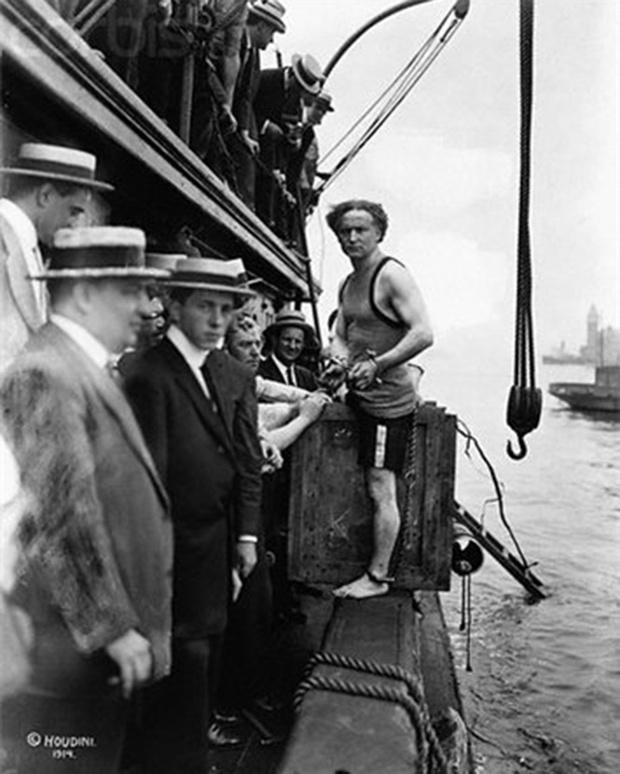 Фото №8 - 5 знаменитых фокусов Гарри Гудини, секрет которых удалось раскрыть