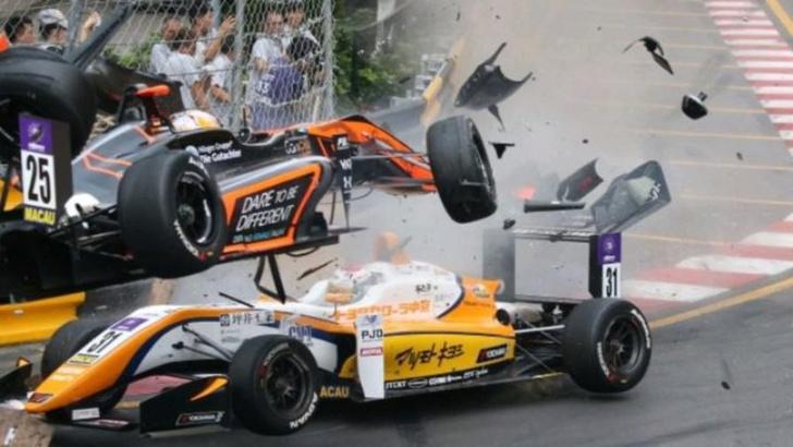 Фото №1 - Жесткая авария на Гран-при «Формулы-3» в Макао (видео)