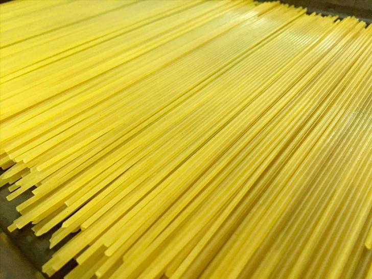 Фото №1 - Учёные объяснили, почему макаронину нельзя сломать пополам