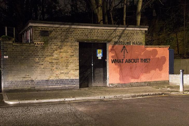 Фото №19 - Красное на черном: Как уличный художник троллил коммунальщиков