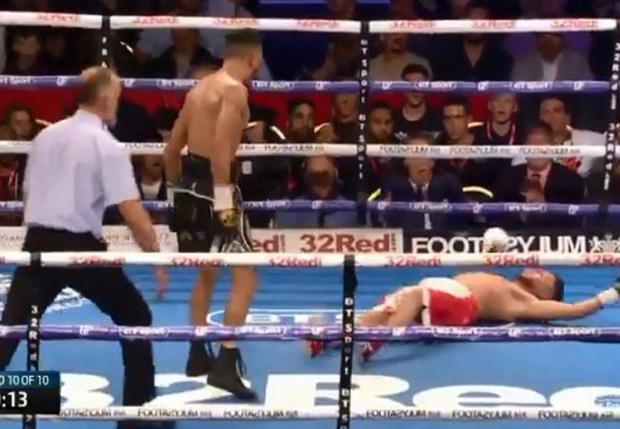 Фото №1 - Боксер дразнил соперника и получил в ответ нокаут за 10 секунд до конца боя (видео)