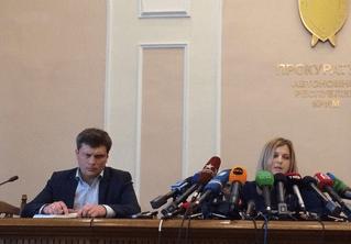 Фото с Поклонской и микрофонами снова стало мемом — на этот раз за границей