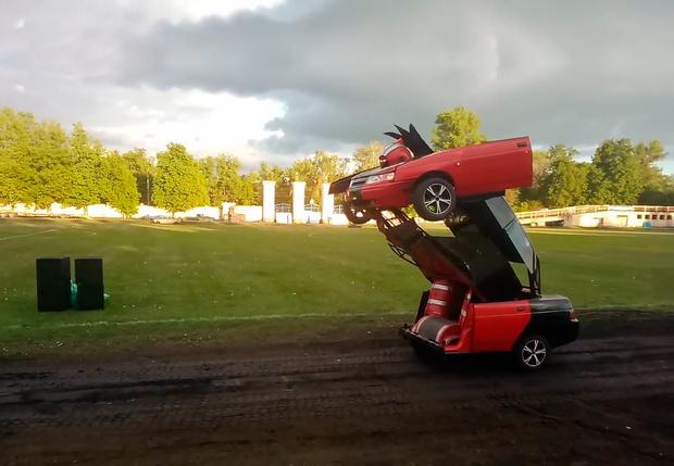 Фото №1 - Русский умелец сделал трансформер из «Лады»!