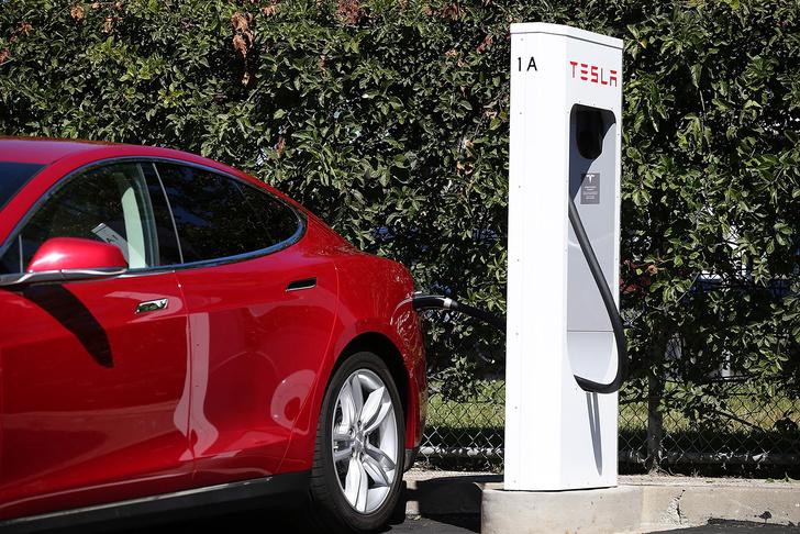 Фото №6 - Электромобиль Tesla Model S — голливудский тест-драйв с дымящимися покрышками и запахом сгоревшей резины