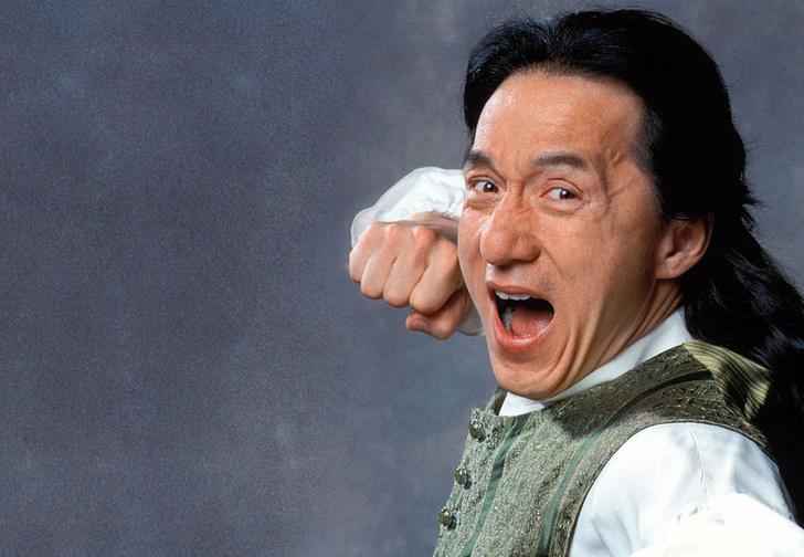 Фото №1 - Джеки Чан: «Через пару дней повязка слезла, и я увидел торчащий из моей руки... зуб»