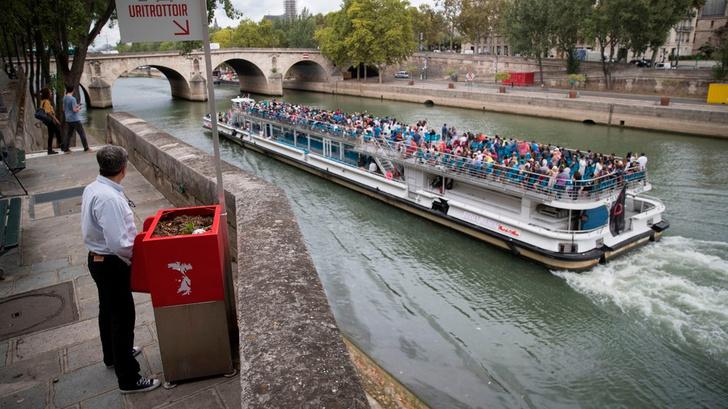 Фото №2 - Парижане ополчились на уличные писсуары