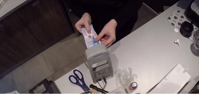 Эксперимент: легко ли расплатиться на кассе новой двухтысячной купюрой? (ВИДЕО)