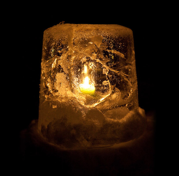 Фото №2 - Новые зимние развлечения: ледяной боулинг и светильники изо льда