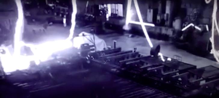 Фото №1 - Жуткое видео аварии на сталелитейном комбинате в Нидерландах
