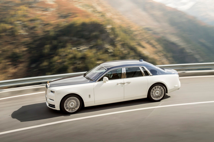 Фото №2 - Мы поездили на новом Rolls-Royce Phantom за тебя. То есть, конечно, для тебя!