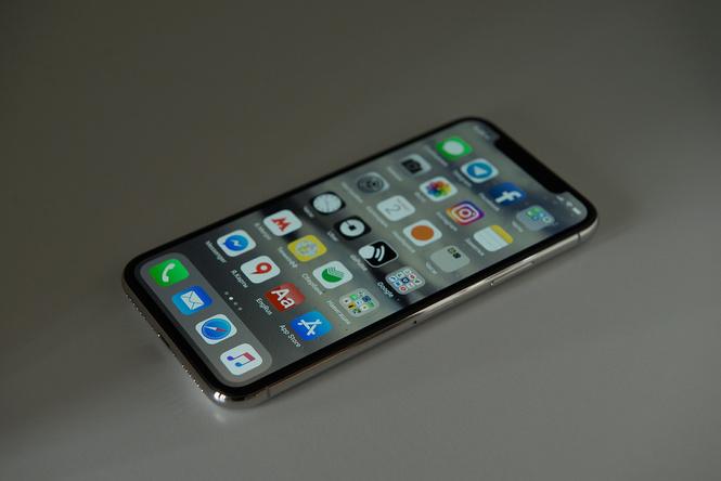 Apple впервые поставила в iPhone OLED-дисплей и назвала его Super Retina