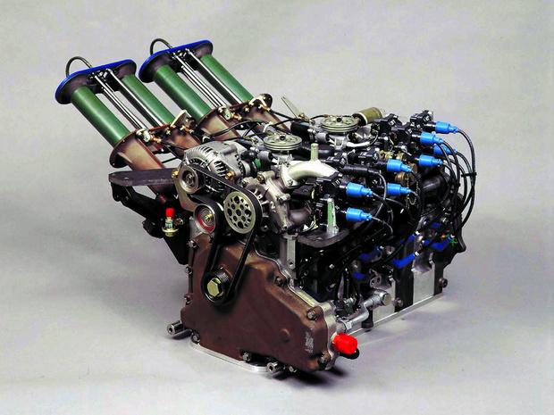 Фото №16 - Все, что ты хотел знать о роторных двигателях, но стеснялся спросить у этих… ну, с гаечными ключами