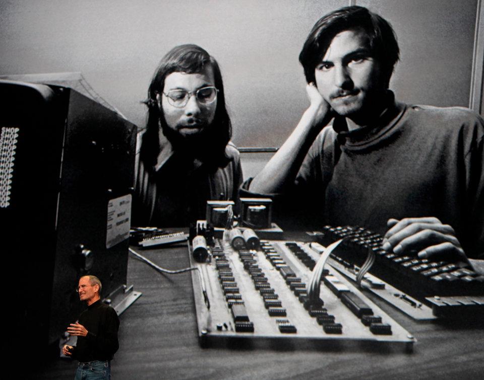 Стив Возняк и Стив Джобс основали Apple 1 апреля 1976
