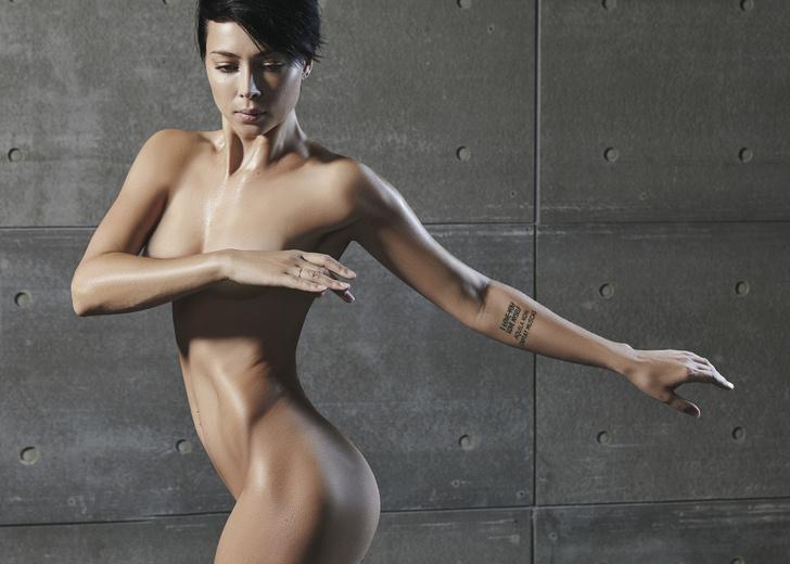 Фото №1 - Ликуй! Актриса и певица Настасья Самбурская снялась в рекламе полностью обнаженной!