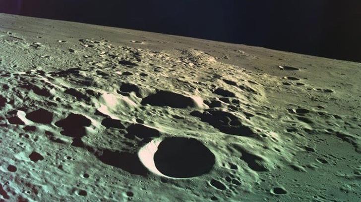 Фото №1 - На Луне лежит огромная энциклопедия, но никто не понимает, где именно