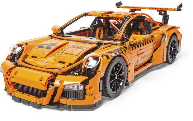 Фото №2 - Сборную модель Porsche разбили в краш-тесте, как настоящий автомобиль