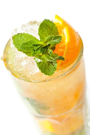 Фото №1 - 3 рецепта необычного лимонада для самых жарких дней