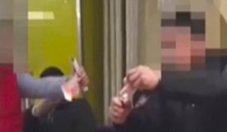 Фото №1 - Китайцев оштрафовали за то, что они соревновались, кто сожжет больше денег