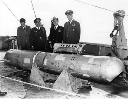 Фото №1 - Как Америка на Испанию четыре ядерные бомбы скинула