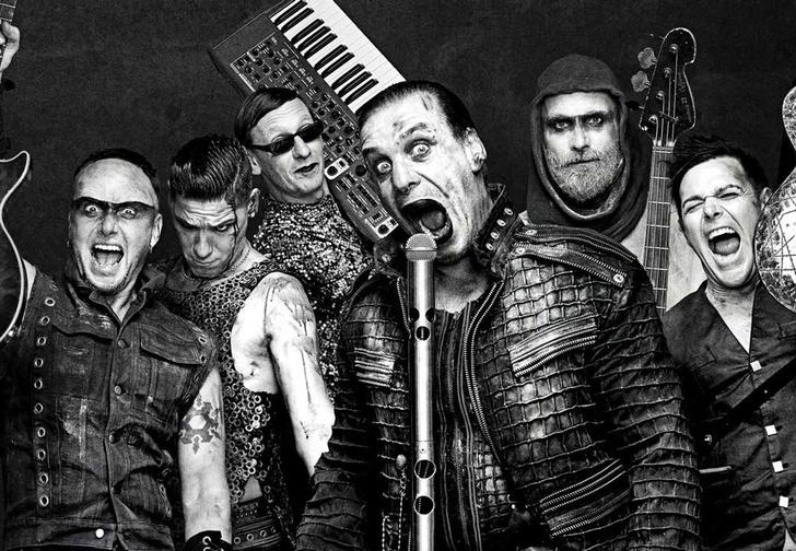 Фото №1 - Rammstein выложили ироничные плакаты к своему концертному туру