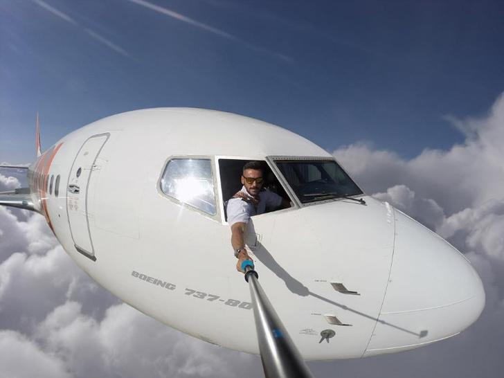 Фото №1 - Пилот до смерти напугал пользователей «Инстаграма» поддельными селфи