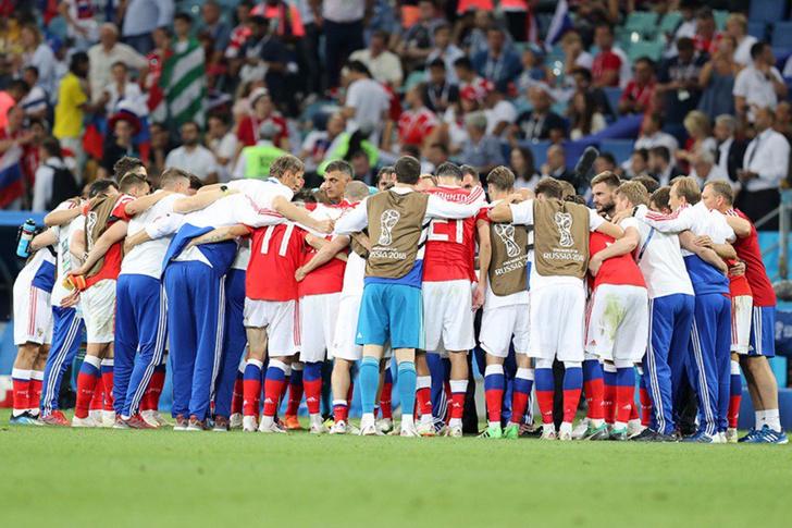 Фото №1 - Сборная России проиграла, но вернула веру страны в футбол