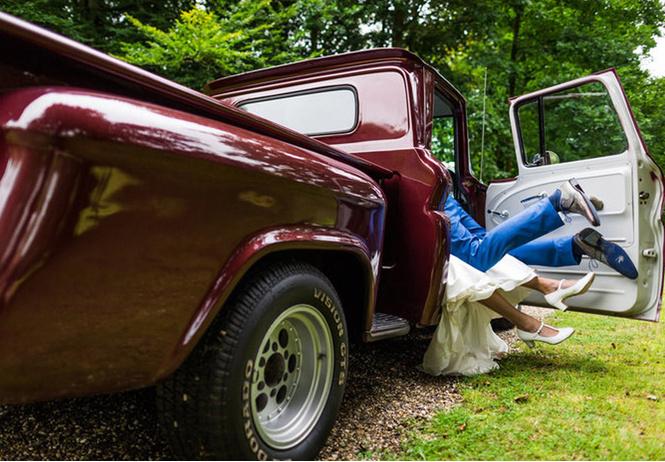 пара сняла самую мягко говоря смелую свадебную фотосессию