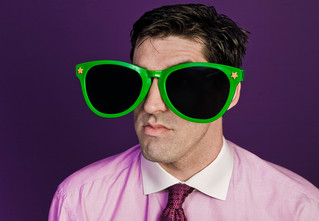 Опасно ли постоянно носить темные очки?