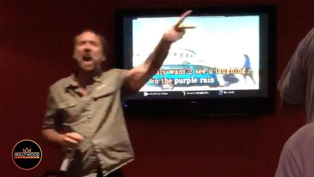 Фото №1 - Николас Кейдж поет Purple Rain гроулом в караоке (видео дня)