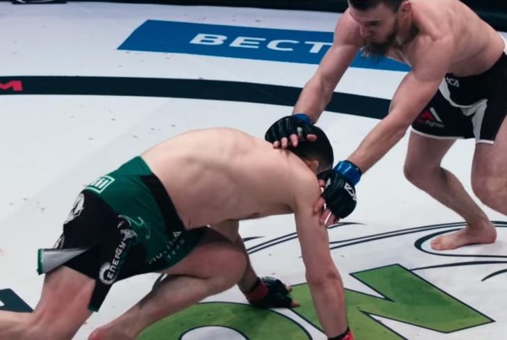 Фото №1 - Российскому бойцу MMA «Мотиватору» сломали ногу в первую же минуту, но он выстоял четыре раунда (видео)