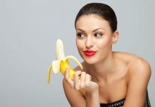 Ты ешь бананы неправильно!