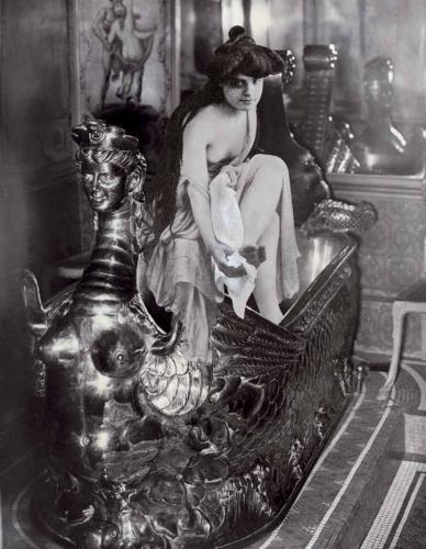 Фото №2 - Самые легендарные и роскошные бордели в истории