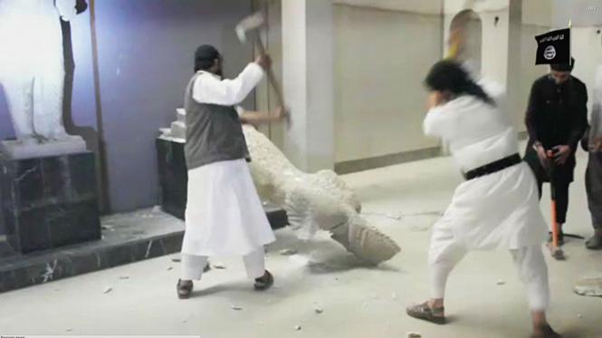 Уничтожение скульптур в Мосульском музее