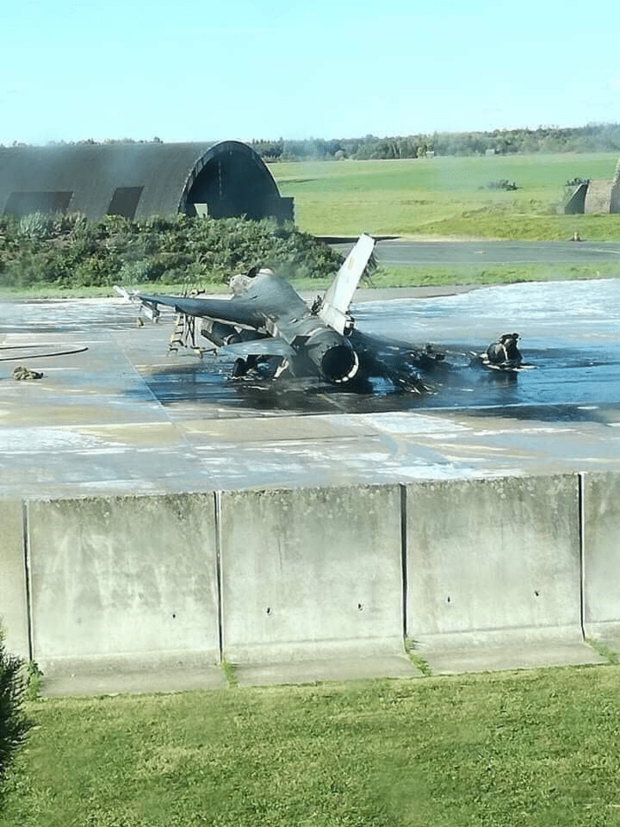 Фото №2 - Бельгийский F-16 случайно расстрелял другой F-16 на аэродроме