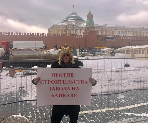 Фото №1 - Сергея Зверева оштрафовали на 15 тысяч рублей за одиночный пикет у Кремля