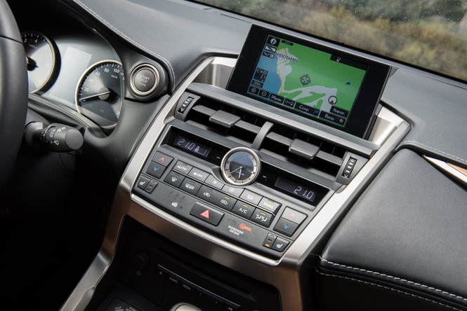 Lexus NX — обреченная на успех новая линейка внедорожников