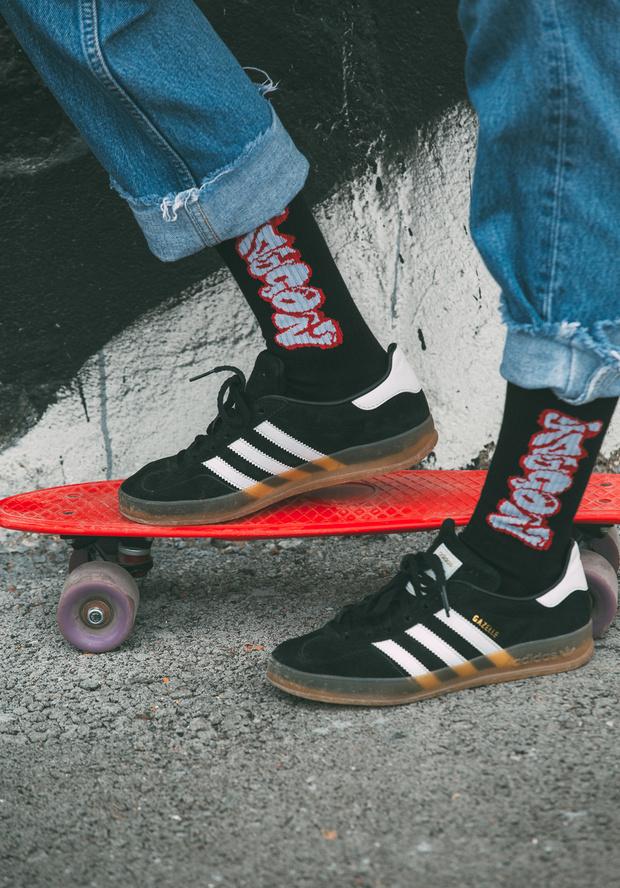 Фото №1 - Питерский бренд St. Friday Socks выпустил «уличные» носки с граффити