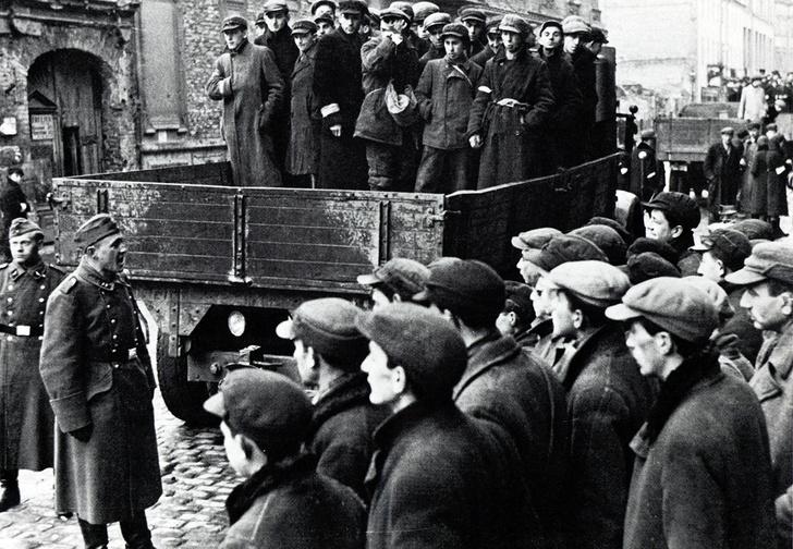 Вывоз евреев из варшавского  гетто. 1941 год