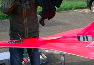Игрушечный самолет с максимальной скоростью 727 км/ч (ВИДЕО рекорда)